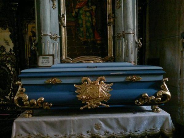 Ćivot sa moštima cara Uroša Nemanjića, koji se nalazi u manastiru Jazak