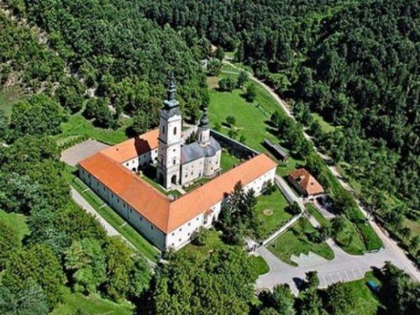 Manastir Jazak iz ptičije perspektive