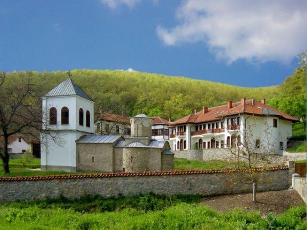 Manastir Lipovac je imao burnu istoriju - u nekoliko navrata je rušen, pa opet obnavljan.