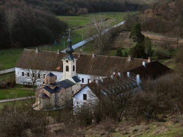O nastanku manastira postoje tri priče.
