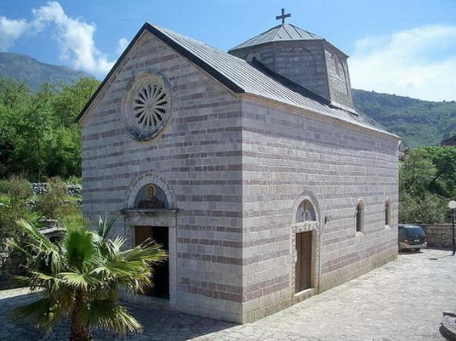 Crkva Uspenja Presvete Bogorodice u manastirskom kompleksu