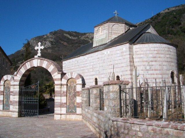 Manastir Podmaine nalazi se u Budvi
