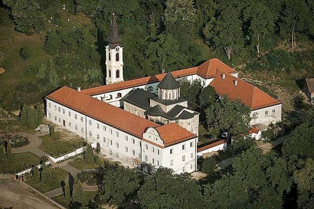 Manastir Novo Hopovo nalazi se na Fruškoj gori nadomak Iriga