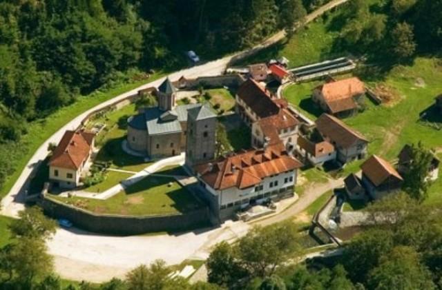 U manastiru su se vekovima prepisivale knjige. Tako je nastala Račanska prepisivačka škola